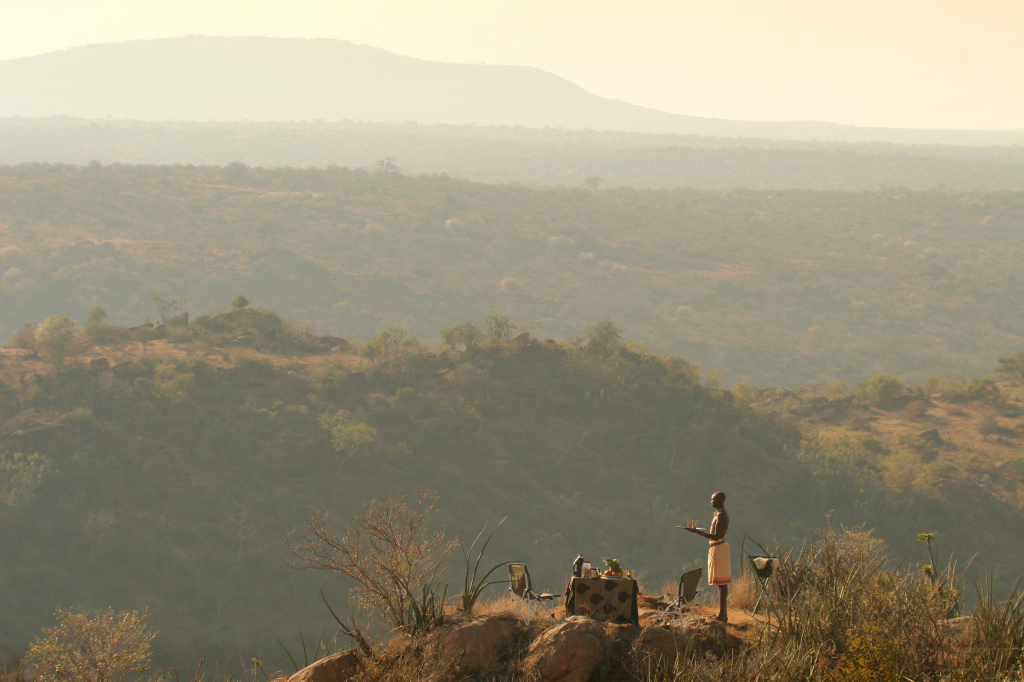 Sundowners in the wilderness (Image courtesy of Sabuk)